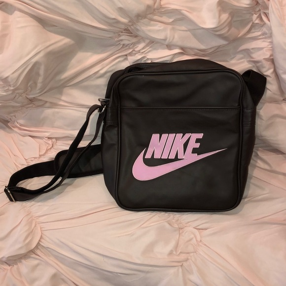 Nike Handbags - Vintage Leather NIKE Workout bag